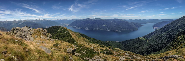 Blick von Pizzo Leone auf Lago Maggiore und Gambarogno